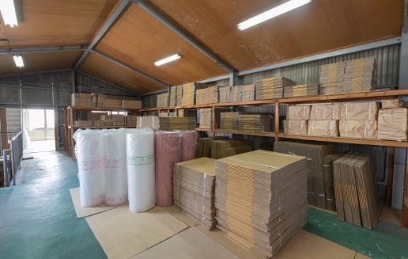 モリサキ包装資材株式会社の倉庫内